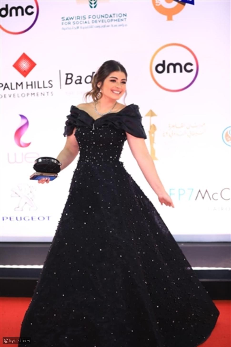 إطلالات عكست أناقة ليلى أحمد زاهر وجرأتها: هل ناسبت سنها؟