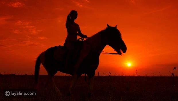 فيديو نجمة سورية تقوم بأغرب تصرف بعد سقوطها عن ظهر الحصان لتثبت أنها ب