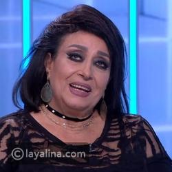 فيديو قبلة سهير المرشدي لمحمود حميدة تضعها في موقف محرج على الهواء